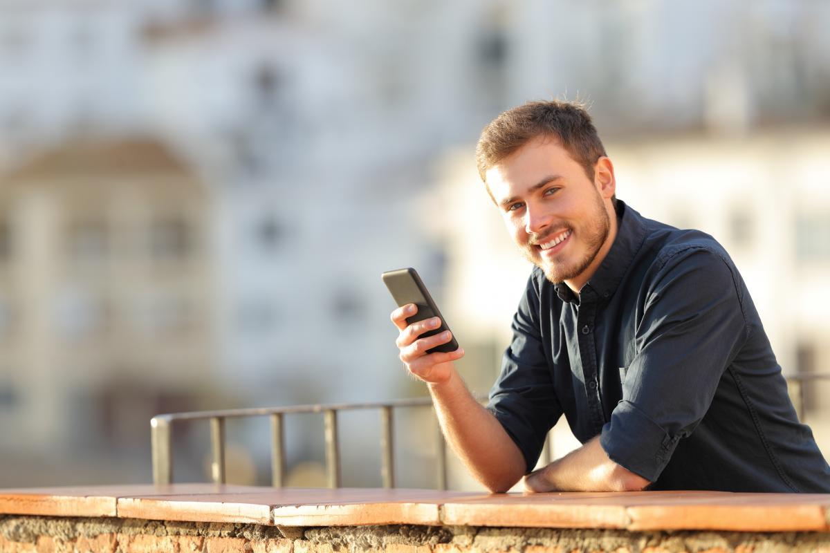 Jeune Homme Smartphone